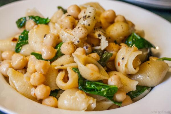 Weight Gain in Perimenopause: Garlic Chickpeas and Pasta